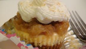 WWW.SHESGOTFLAVOR.COM Pineapple cream cheese cupcake parfait multiple cupcakes